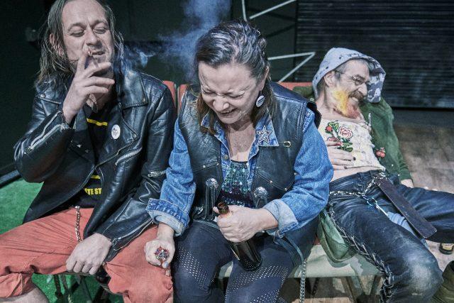 Harila aneb Čtyři z punku a pes   foto: Martin Špelda,  Činoherní studio Ústí nad Labem