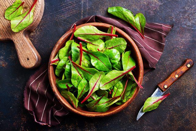 Listy mangoldu mohou mít bílý i červený řapík