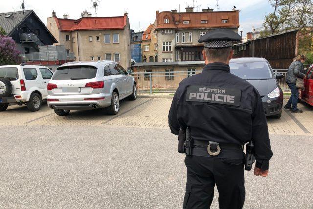 Městská policie ve Vrchlabí zvyšuje kontroly placení parkovného