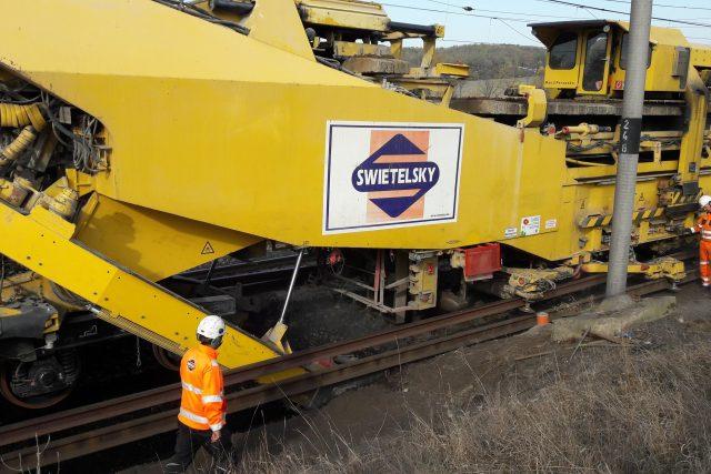 Speciální stroj na opravu kolejí s názvem RU 800 S