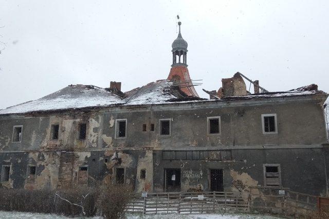 Opravy se dočká i zámek v Mirošovicích