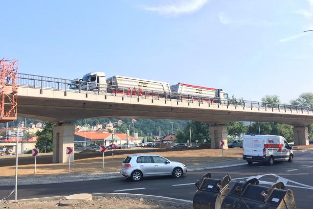 Specialisté testují nové mostní konstrukce na Vilsnické spojce v Děčíně