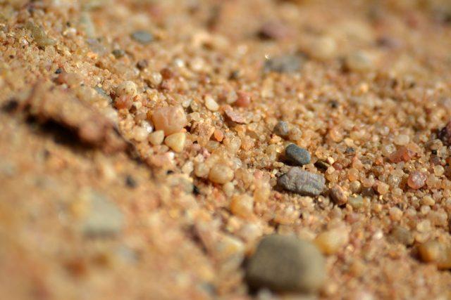 Zrnka písku