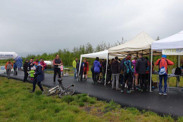 Jezero Milada na Ústecku má za sebou první ročník běhu pro Paměť národa  | foto: Jan Bachorík,  Český rozhlas