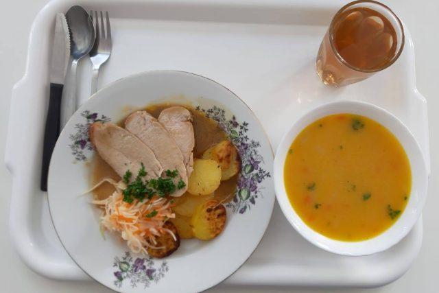 I takto se vaří ve školní jídelně   foto: Šárka Škapiková,  Český rozhlas