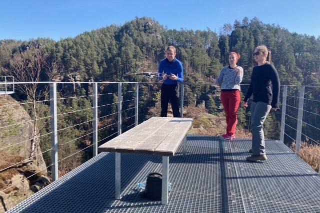 V Národním parku České Švýcarsko mapují vědci skalní hrádky a věže pomocí dronu