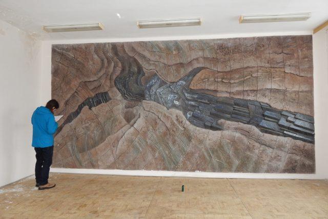 Reliéf Milana Žofky zdobil kdysi i jídelnu bývalé Geoindustrie v Probostově   foto: Roman Nešetřil