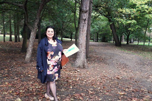 Gabriela Becková z odboru rozvoje města Městského úřadu Žatec v parku pod nemocnicí