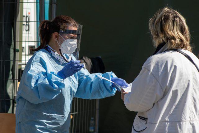 Testování na koronavirus na Moravském náměstí v Brně