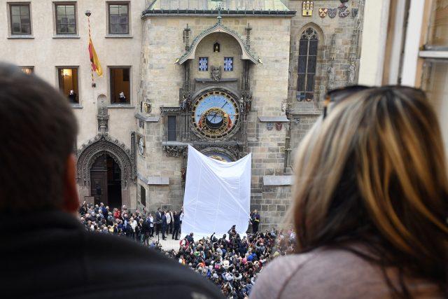 Slavnostní odhalení opraveného staroměstského orloje