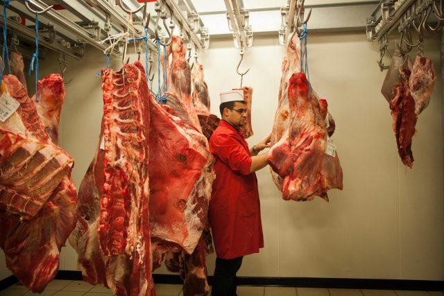 Uskladněné maso zbourané po halal porážce (ilustrační foto).
