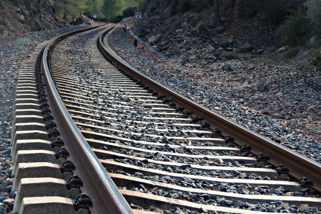 Kolej, koleje, pražce (ilustrační foto)