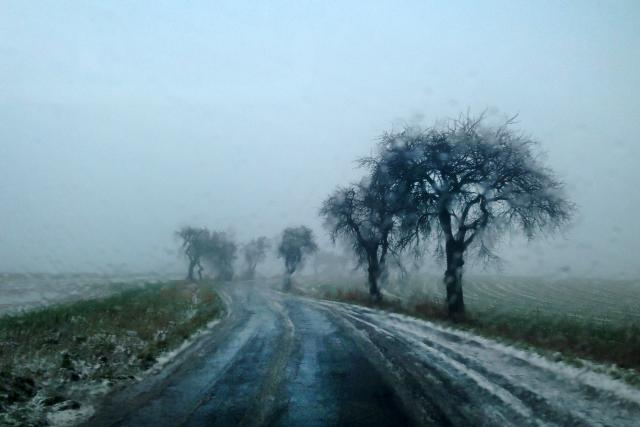 zataženo, déšť se sněhem